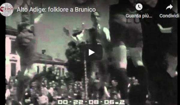 1950: folklore a Brunico (Istituto Luce)